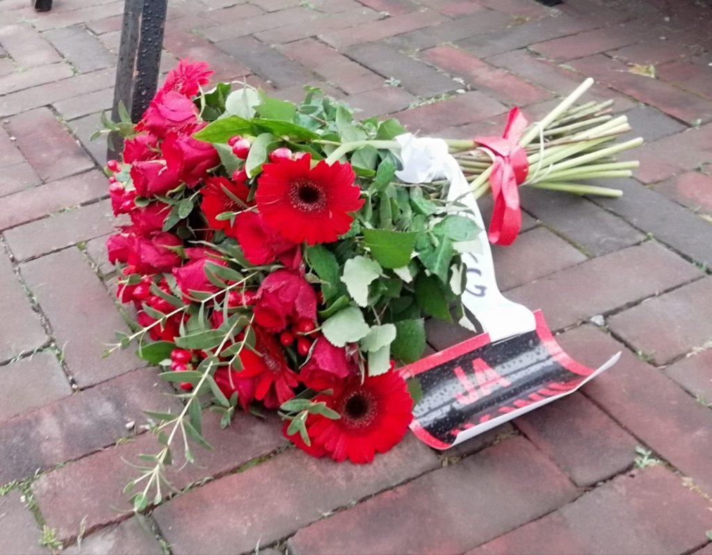 ARG bloemen voor Keti Koti herdenking Tilburg 2020